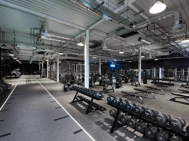 Mẫu thiết kế phòng gym đẹp rộng rãi thoáng mát