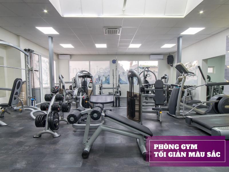 setup phòng gym 500 triệu với màu sắc tối giản
