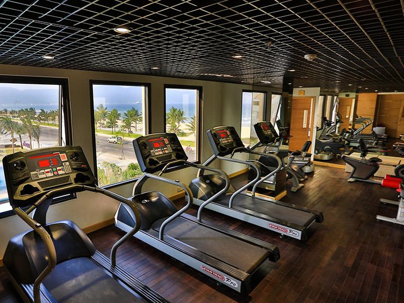 Mẫu thiết kế phòng gym resort đẹp hướng biển