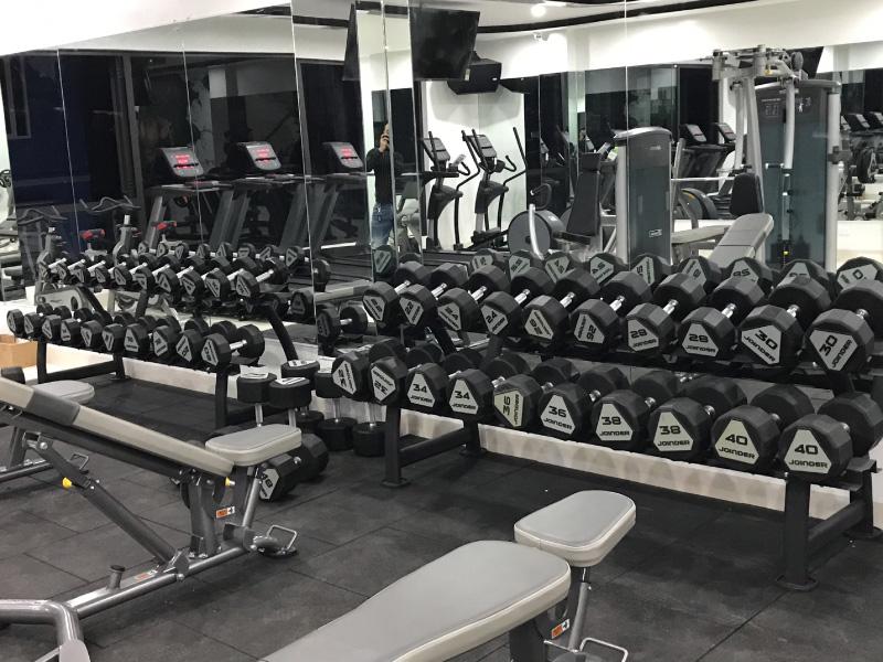 Tạ tay là thiết bị không thể thiếu trong mỗi phòng gym