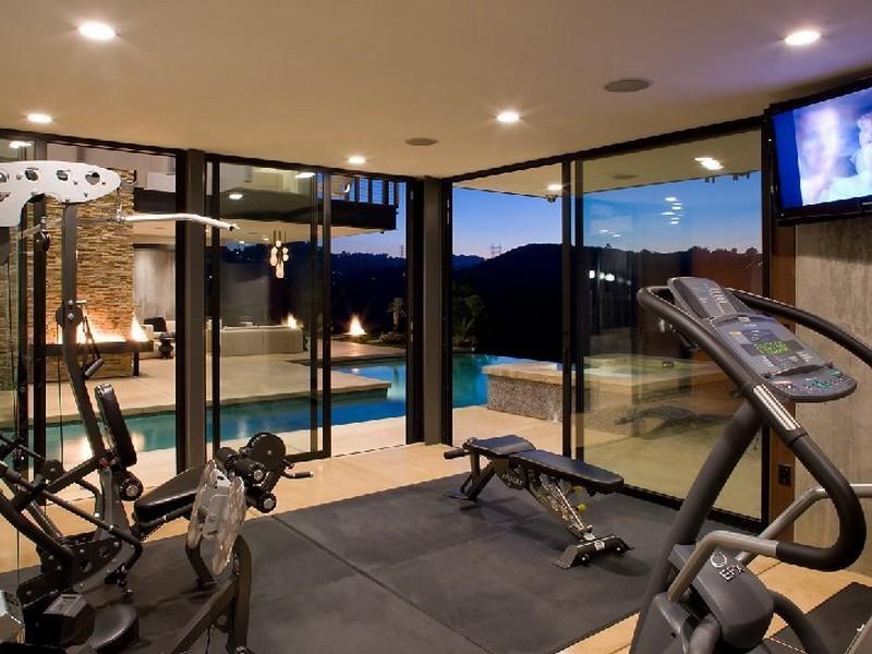 Mẫu thiết kế phòng gym tại nhà hiện đại với bể bơi
