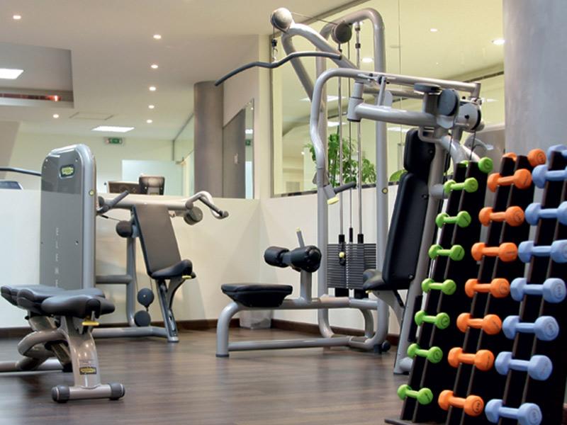 Mẫu thiết kế phòng gym tại nhà hiện đại với nhiều máy tập