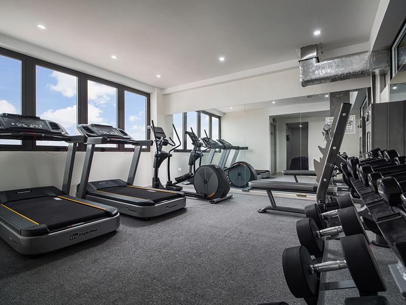 setup phòng tập gym cho khách sạn với máy móc thiết bị đa dạng