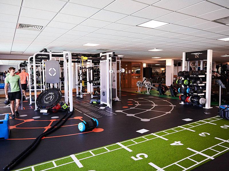 Mẫu thiết kế phòng gym với không gian lớn đầy đủ