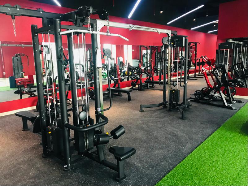 Mẫu thiết kế phòng gym màu đỏ 1
