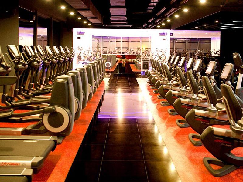 Mẫu thiết kế phòng gym màu đỏ 2