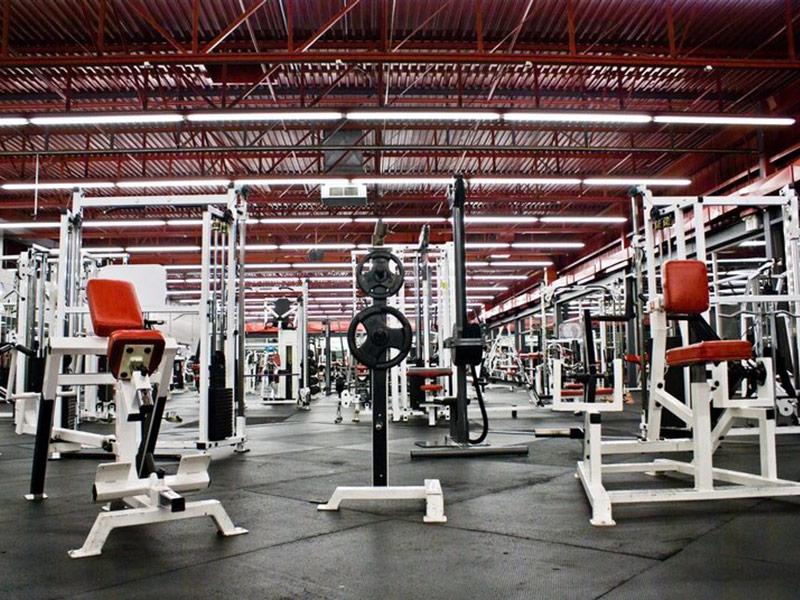 Mẫu thiết kế phòng gym màu đỏ 3
