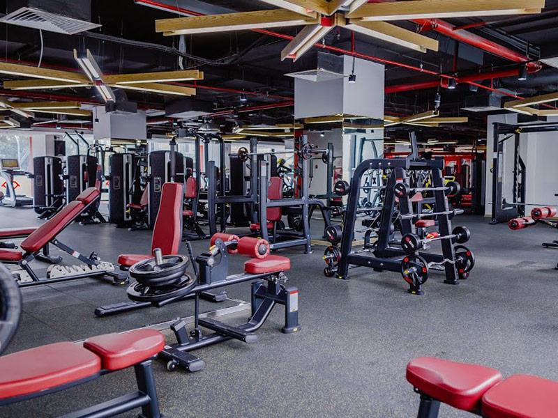 Mẫu thiết kế phòng gym màu đỏ 5