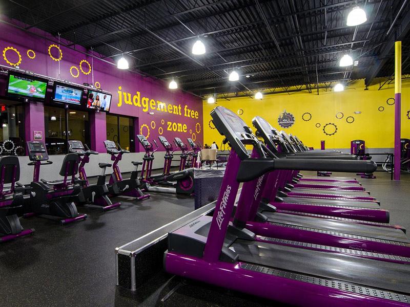Mẫu thiết kế phòng gym mau tím