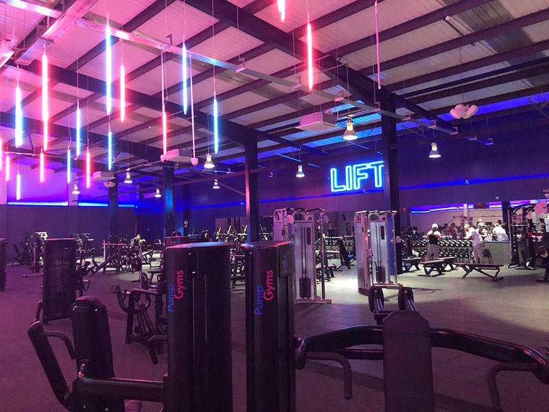 Mẫu thiết kế phòng gym màu tím 2