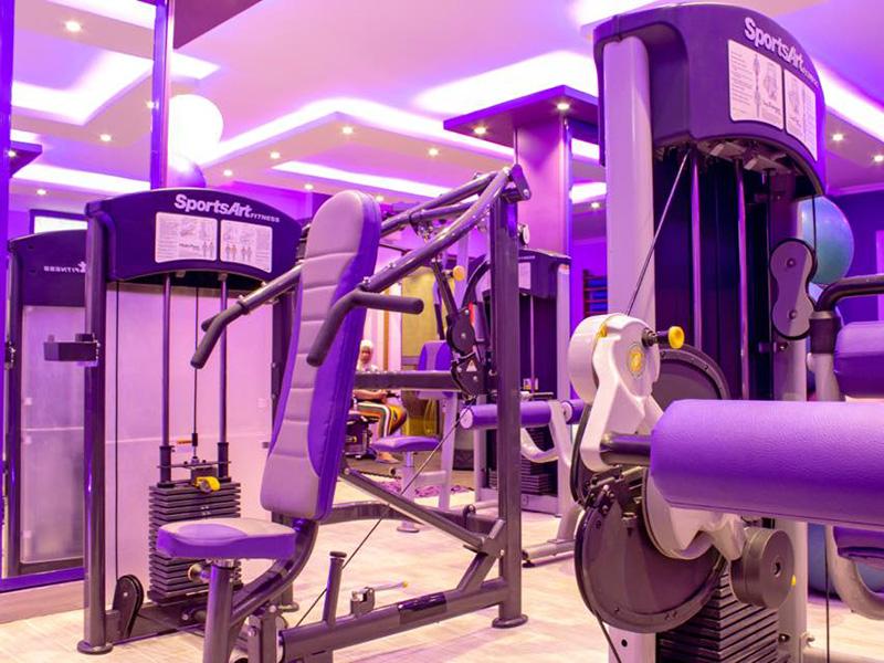 Mẫu thiết kế phòng gym màu tím 3