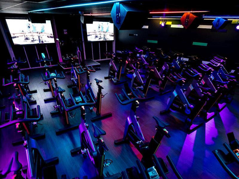 Mẫu thiết kế phòng gym màu tím 4