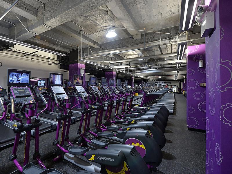 Mẫu thiết kế phòng gym màu tím 5