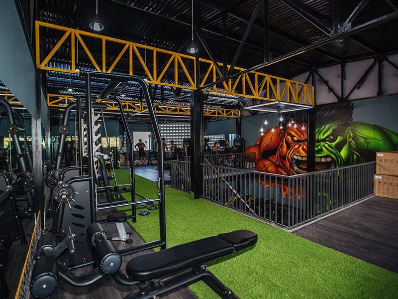 Mẫu thiết kế phòng gym màu vàng 2