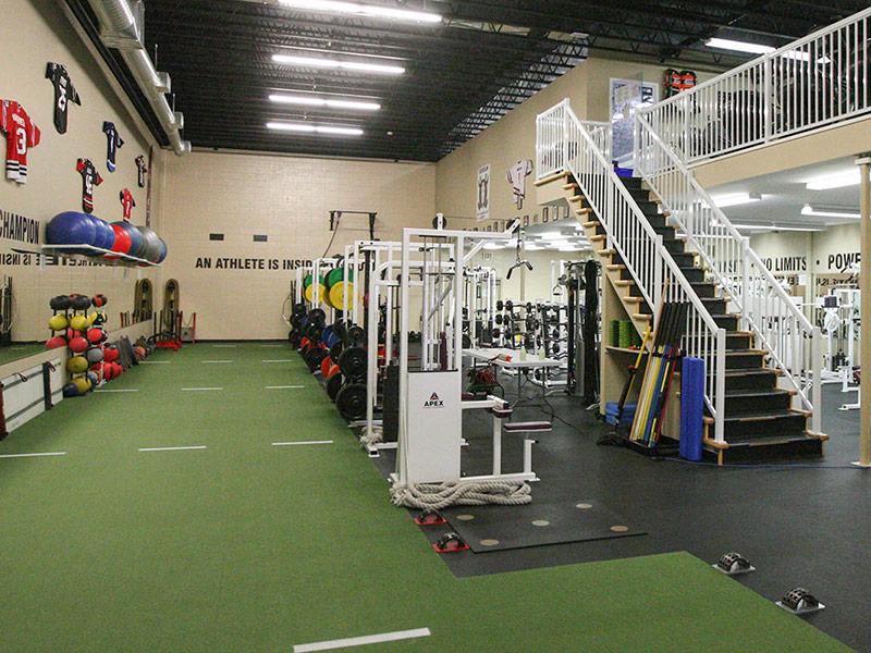Mẫu thiết kế phòng gym màu xanh lá cây 4